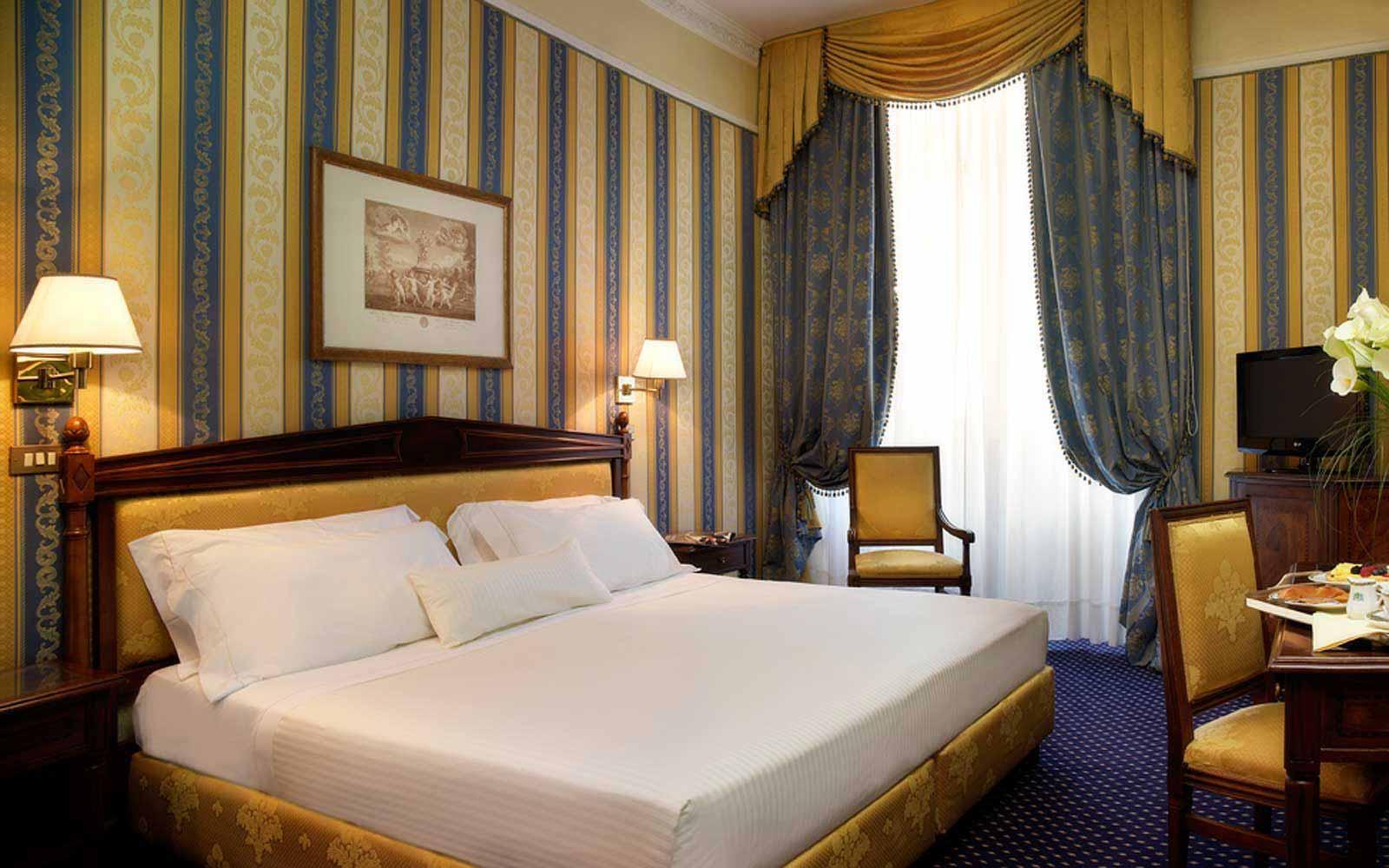 Deluxe room at Hotel De La Ville