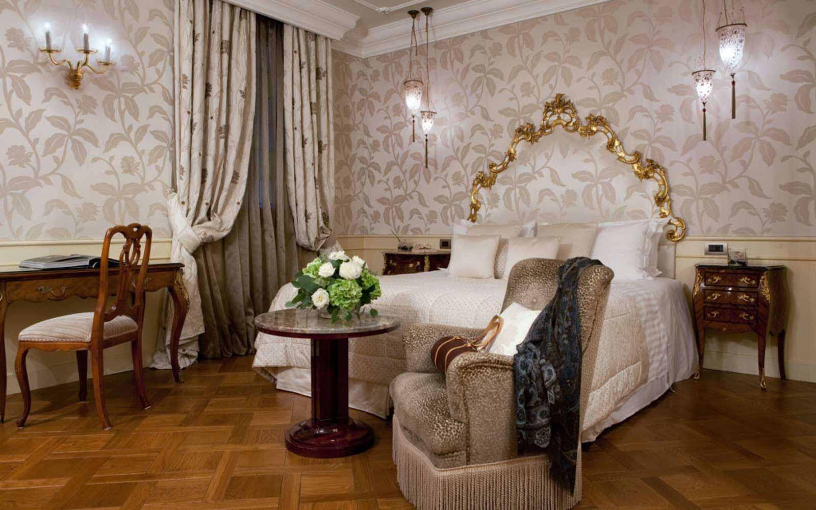Deluxe room at Luna Hotel Baglioni