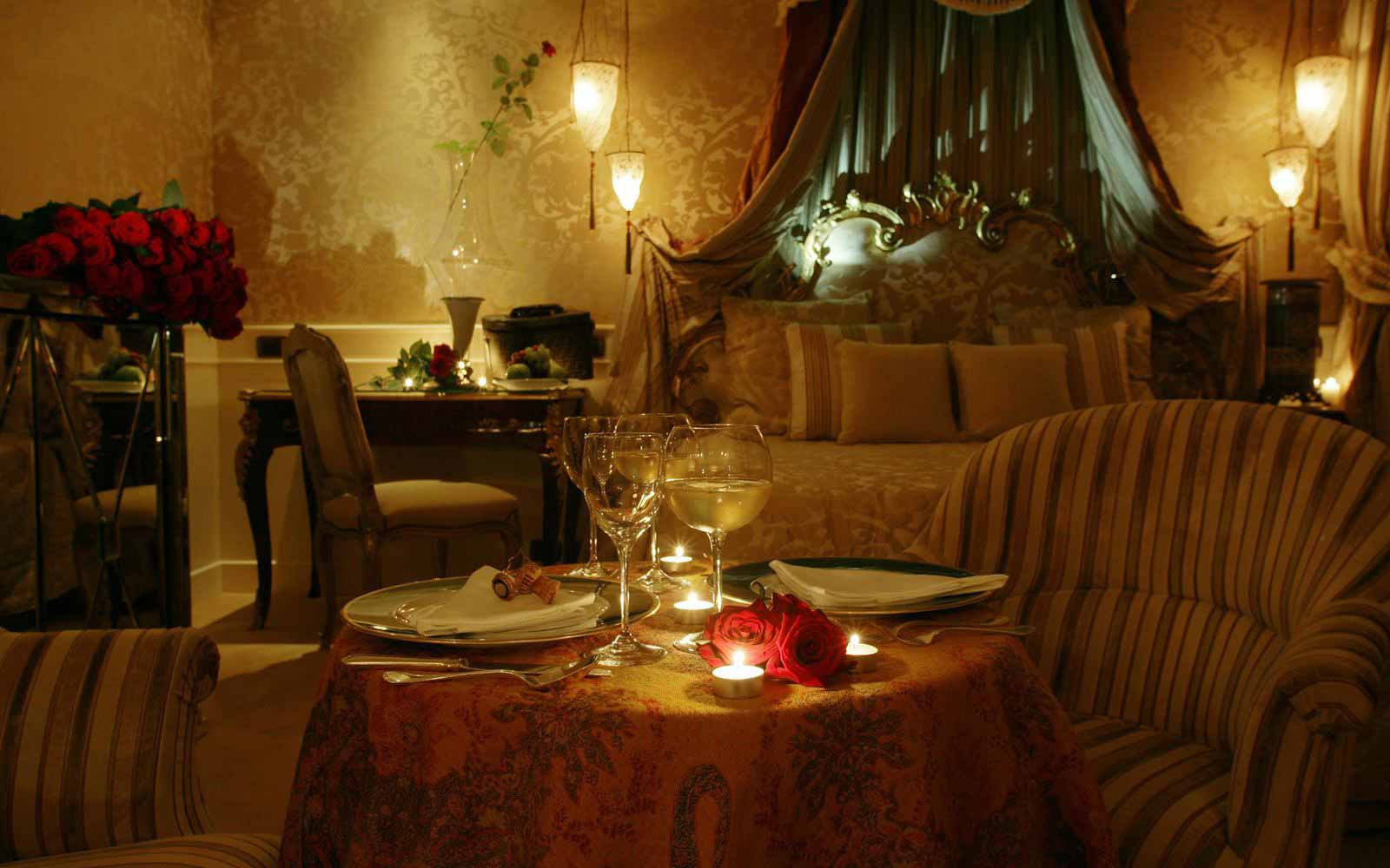 Romantic dinner in the room at Luna Hotel Baglioni