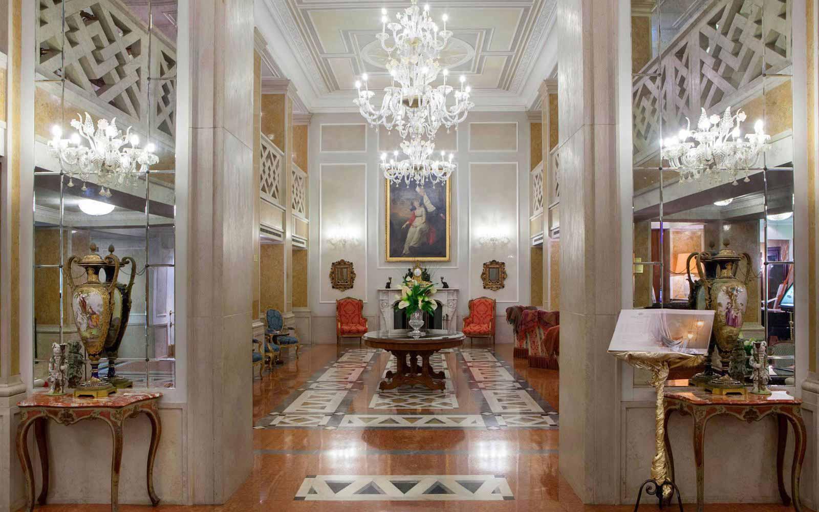 Hall at Luna Hotel Baglioni