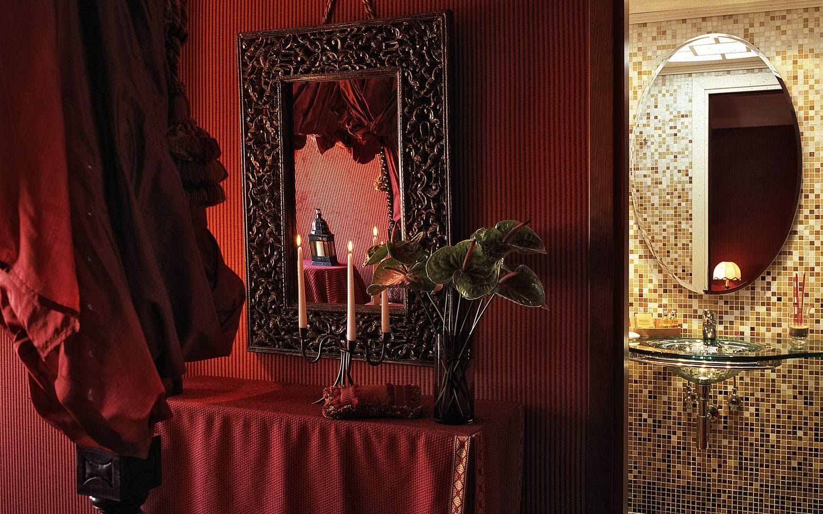 Detail of a Deluxe double room at Hotel Metropole