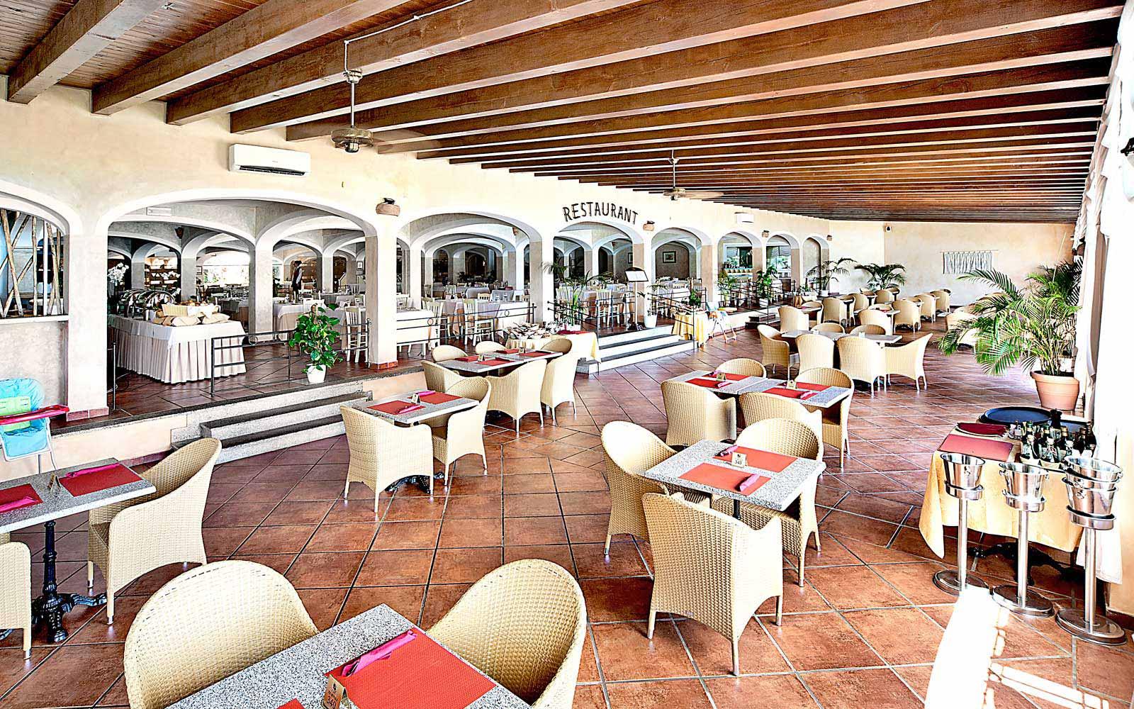 Pool bar at Colonna Resort