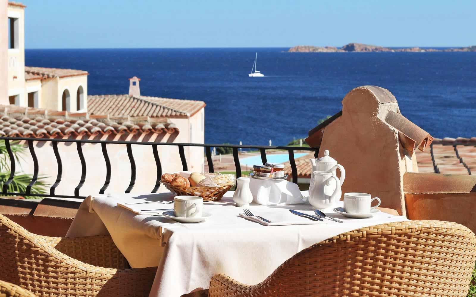 Terrace restaurant at Colonna Resort