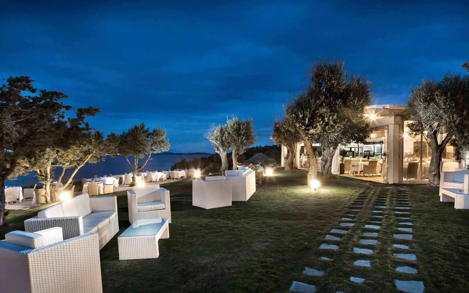 Restaurant night view at Hotel La Rocca Resort & Spa