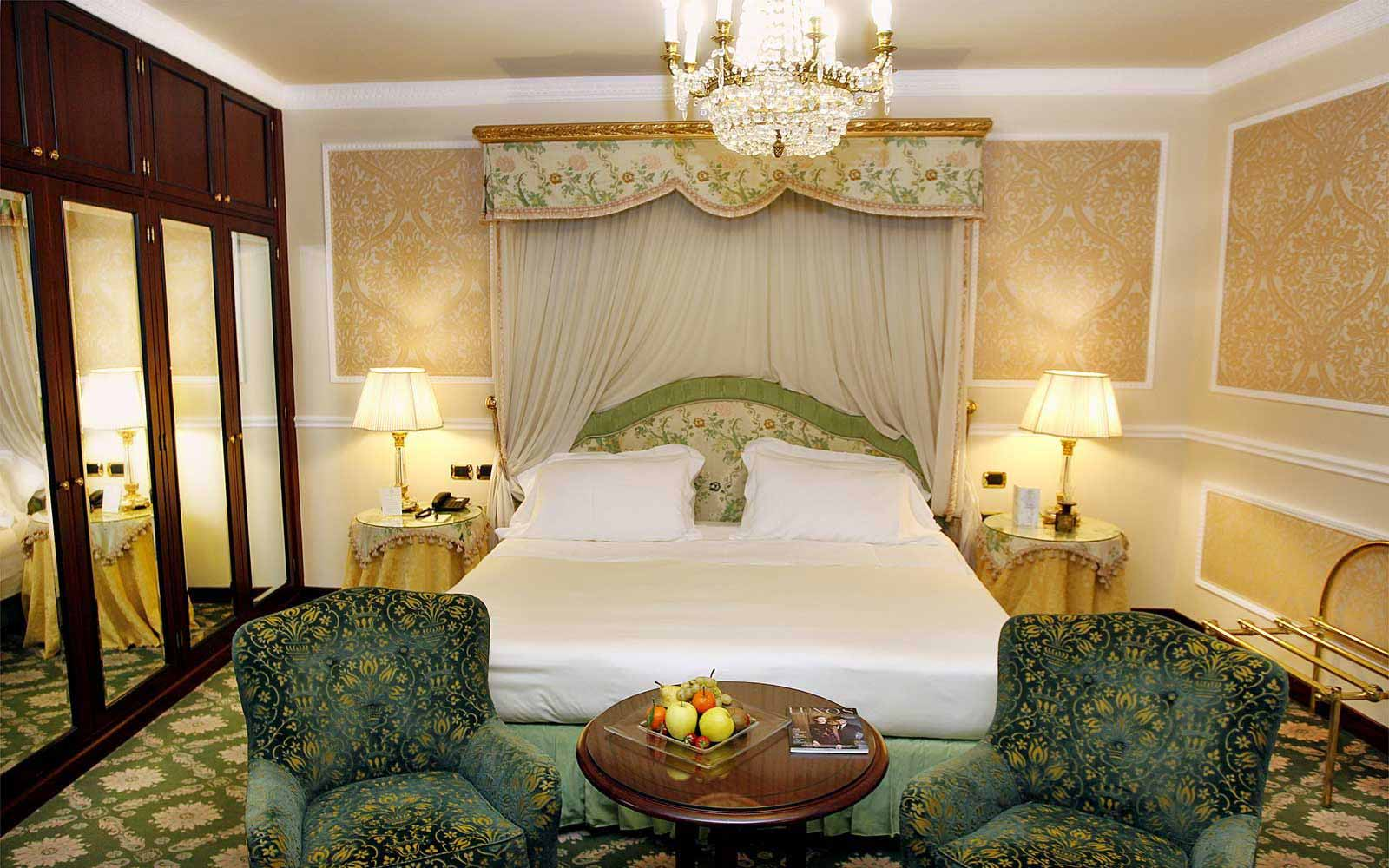 Deluxe room at Hotel Bernini Palace