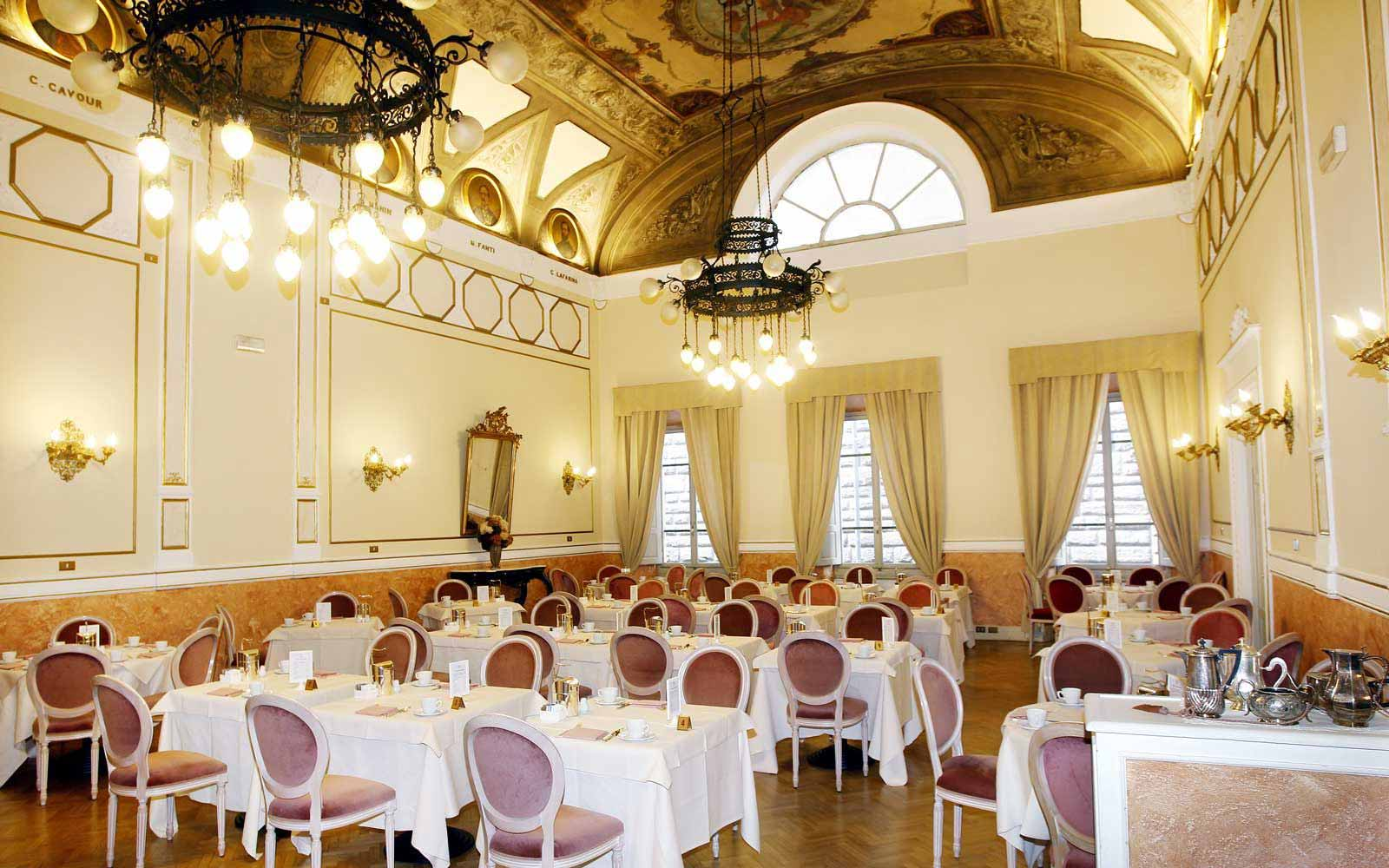 Breakfast room at Hotel Bernini Palace