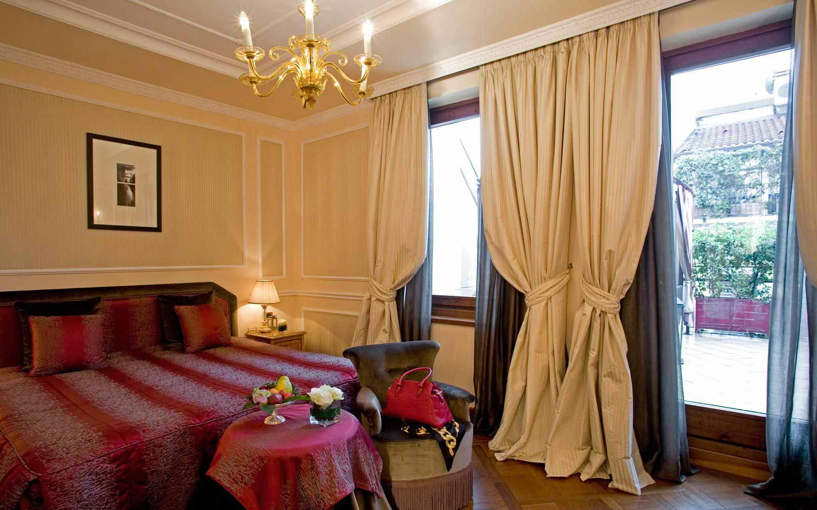 Deluxe room at Carlton Hotel Baglioni