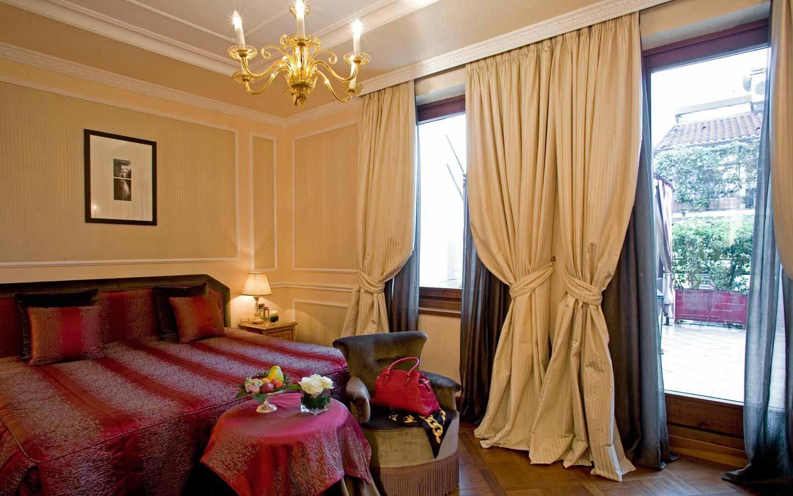Deluxe room at Carlton Hotel Baglioni