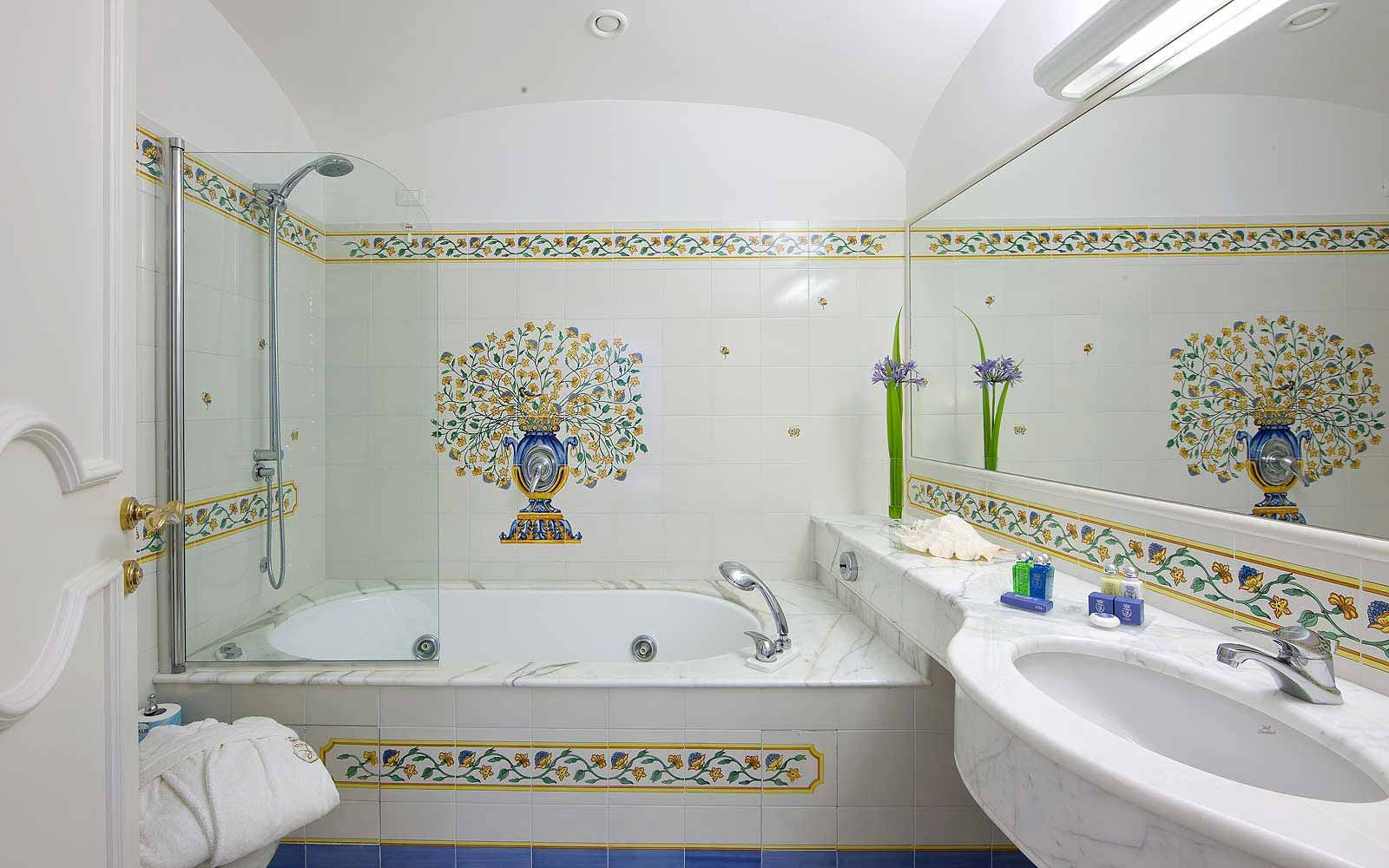 A bathroom at the Grand Hotel La Favorita