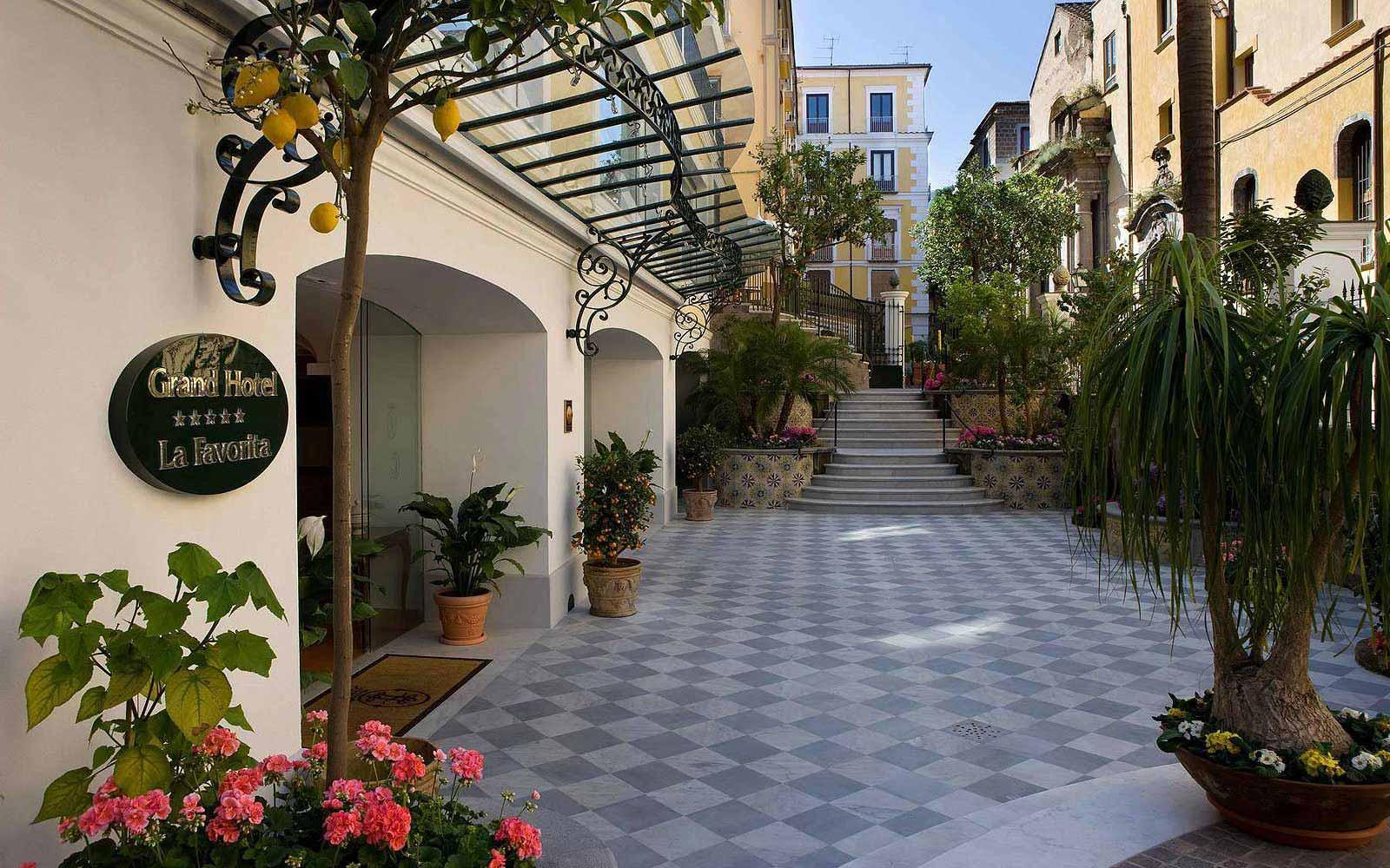 Entrance to the Grand Hotel La Favorita