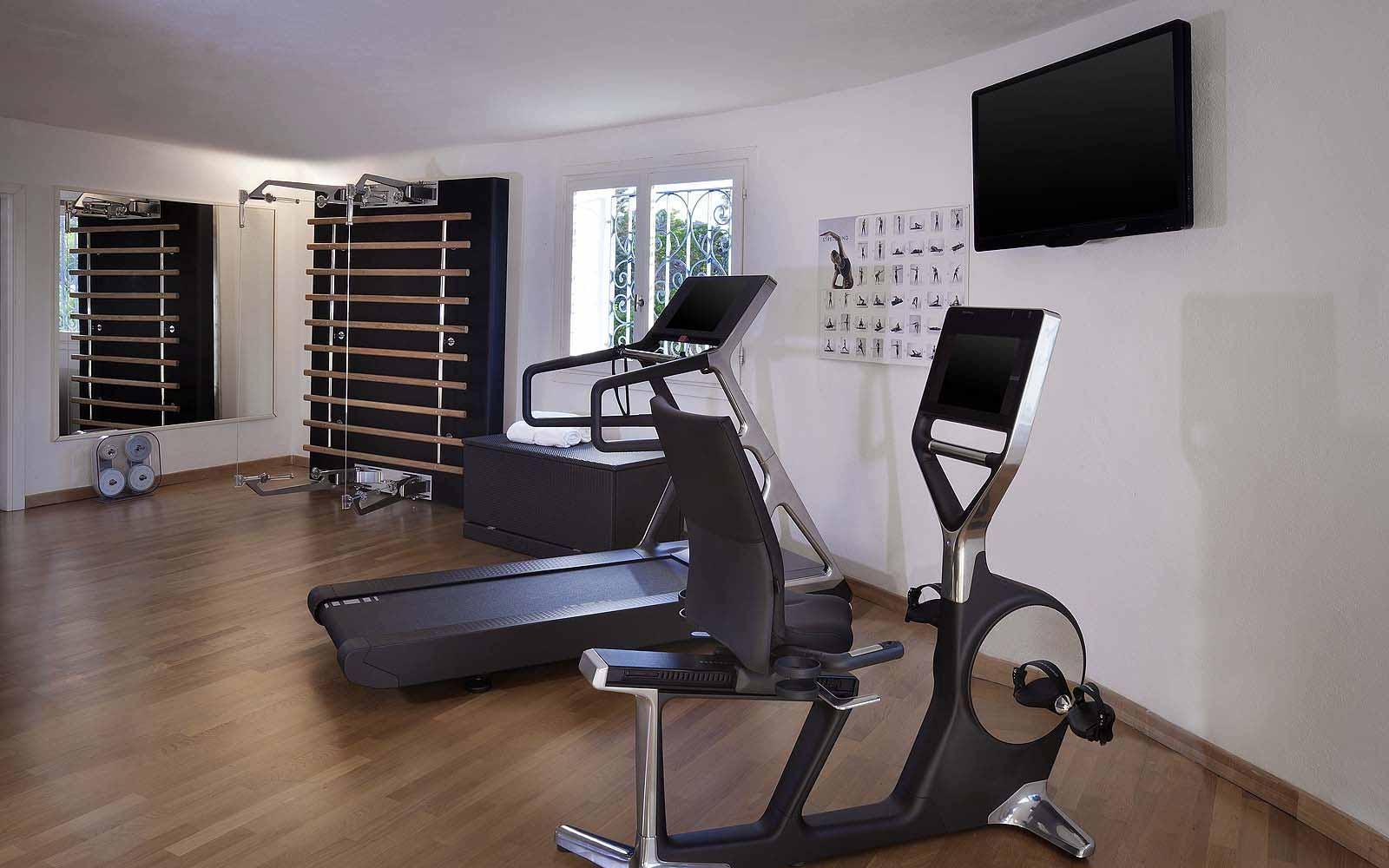Indoor fitness centre at the Hotel Romazzino