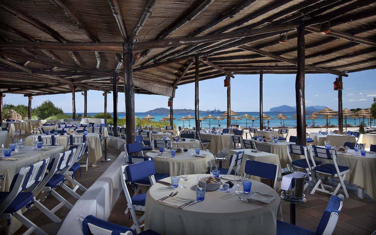 Barbeque restaurant on the beach at Hotel Romazzino