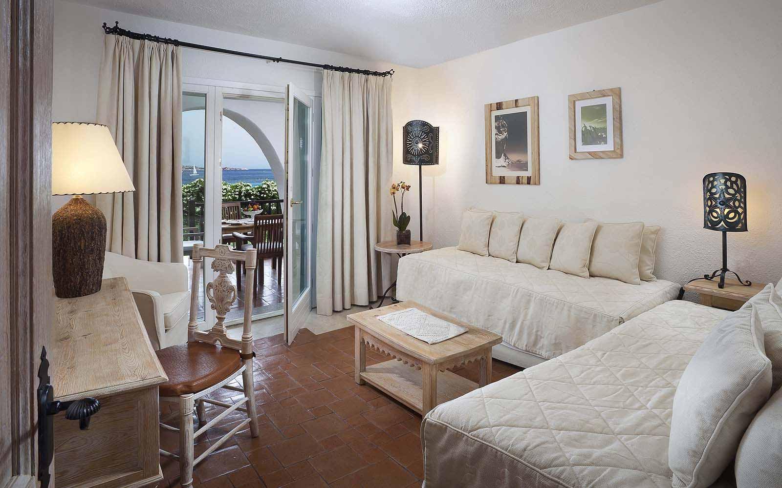 A Premium Suite's lounge at the Hotel Romazzino