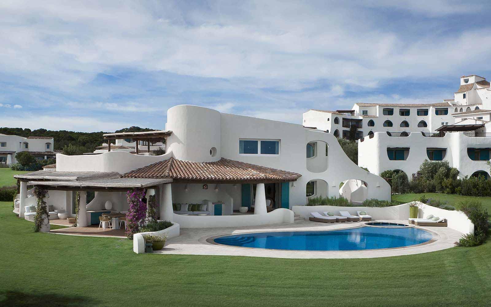 3 Bedroom Villa Acquamarina with private pool at the A Premium Suite's lounge at the Hotel Romazzino
