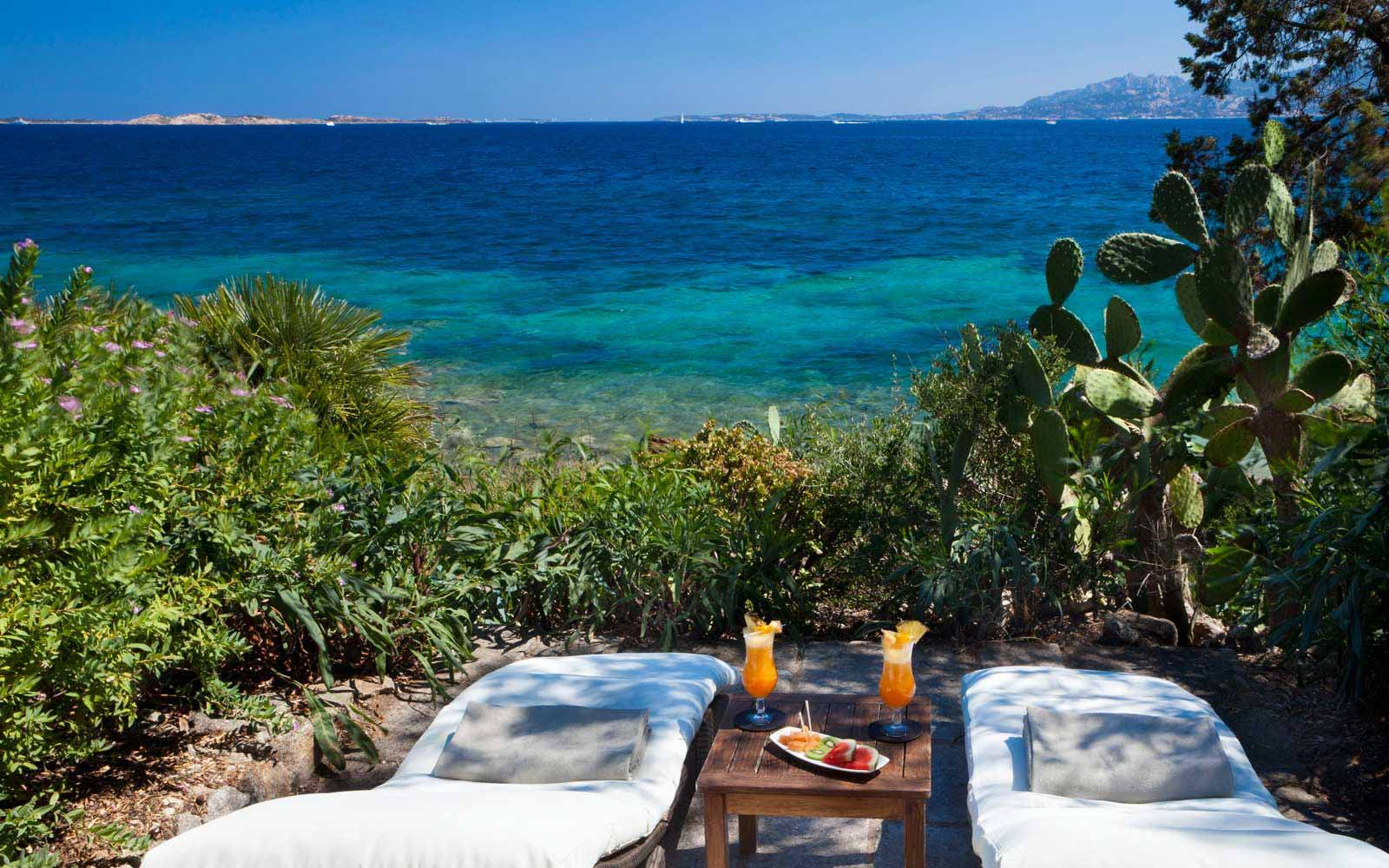 Sun loungers at Hotel Capo D'Orso Thalasso & Spa