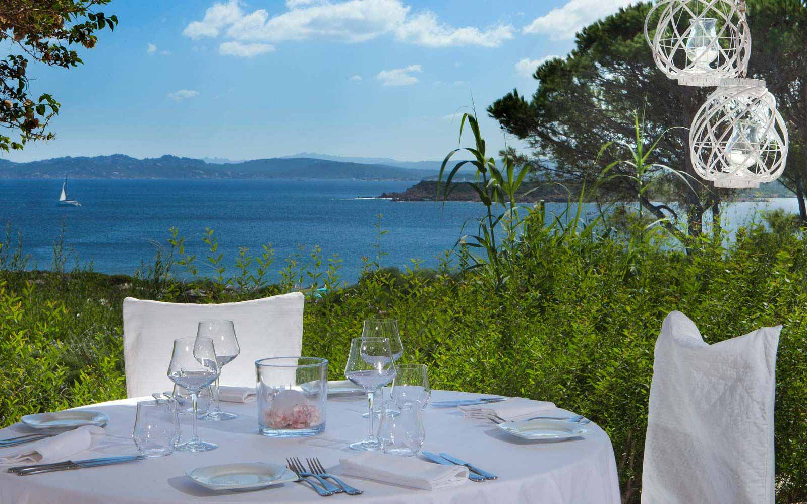 Dining at Resort Valle Dell'Erica Thalasso & Spa