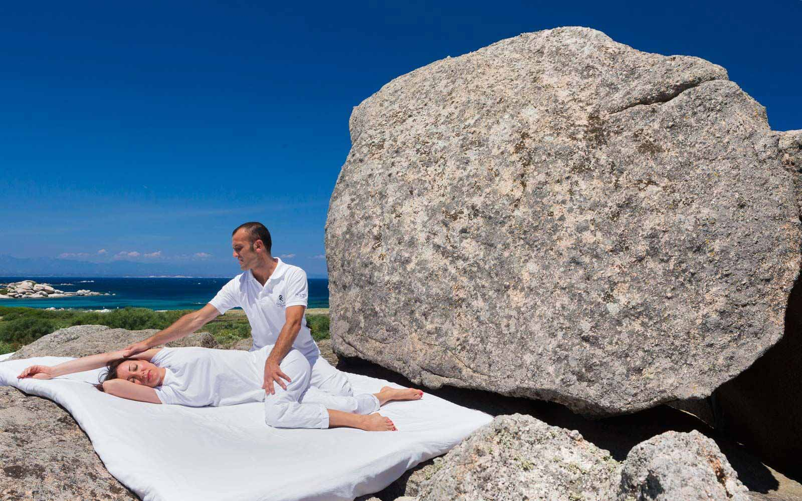 Open-air Shaitasu massage at Resort Valle Dell'Erica Thalasso & Spa