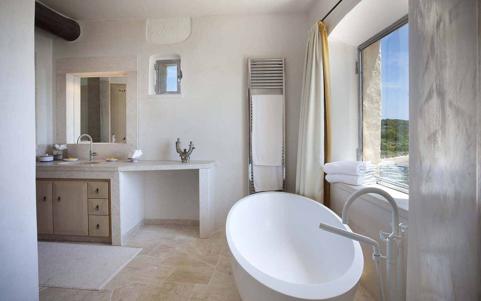 A bathroom of a Premium Suite at the Cala di Volpe