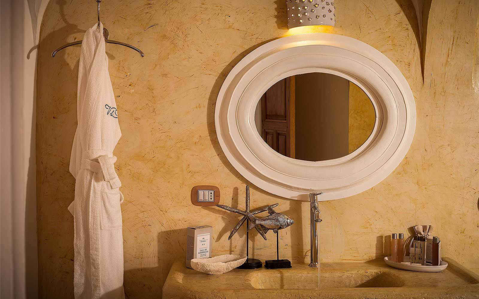 A Luxury Suite Bathroom at Hotel Relais Villa Del Golfo & Spa