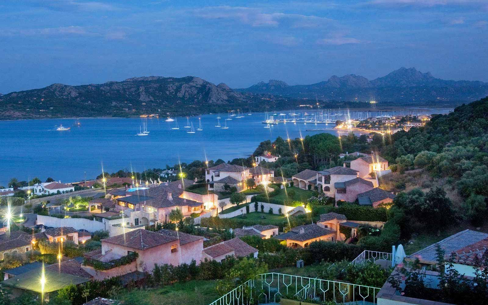 Panoramic view by night  at Hotel Relais Villa Del Golfo & Spa