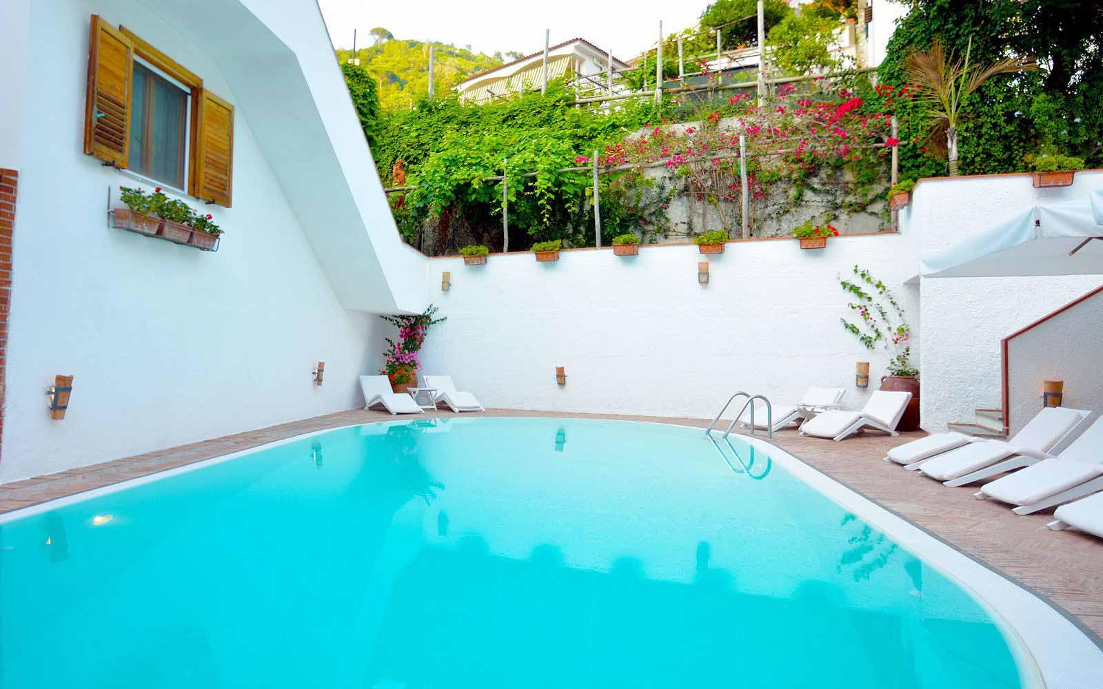 Pool at Hotel Villa Romana