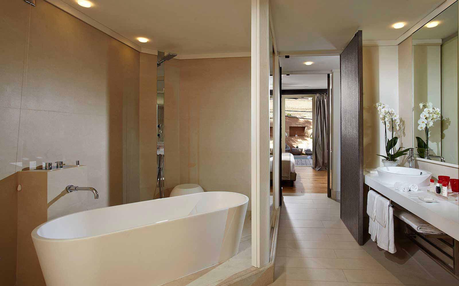 A suite at Gran Melia' Rome