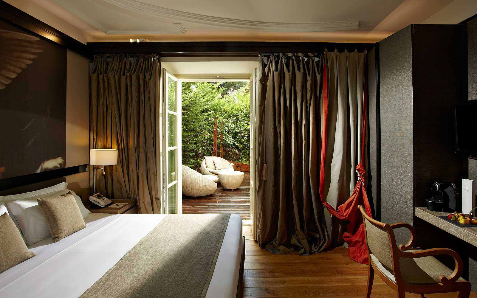 A supreme room with private garden at Gran Melia' Rome