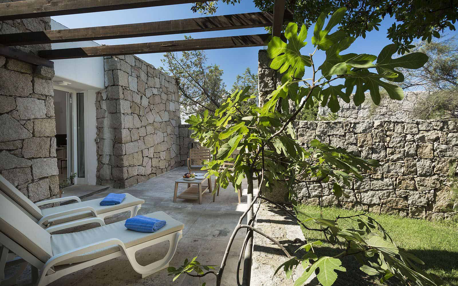Junior Suite Garden's outdoor area at the Grand Relais dei Nuraghi