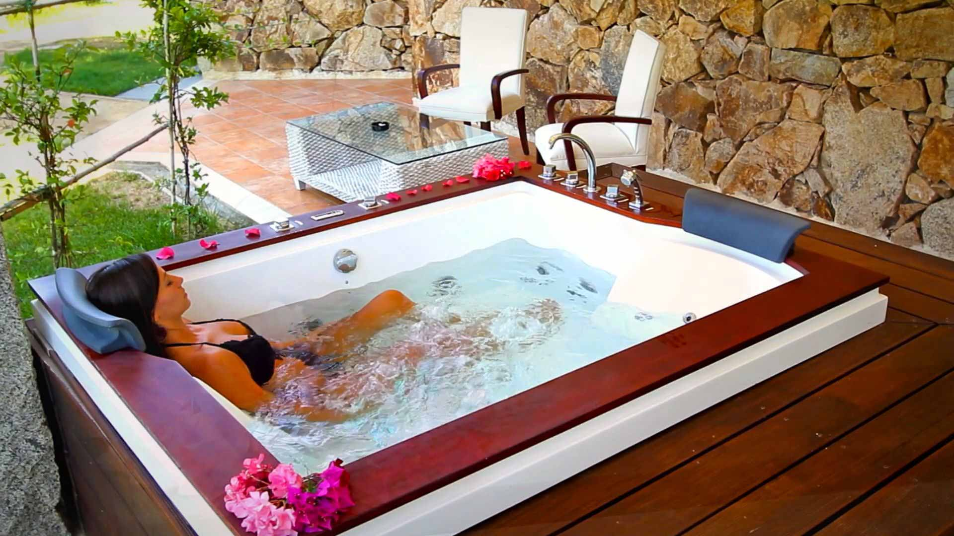 Suite's Jacuzzi at Hotel Villas Resort