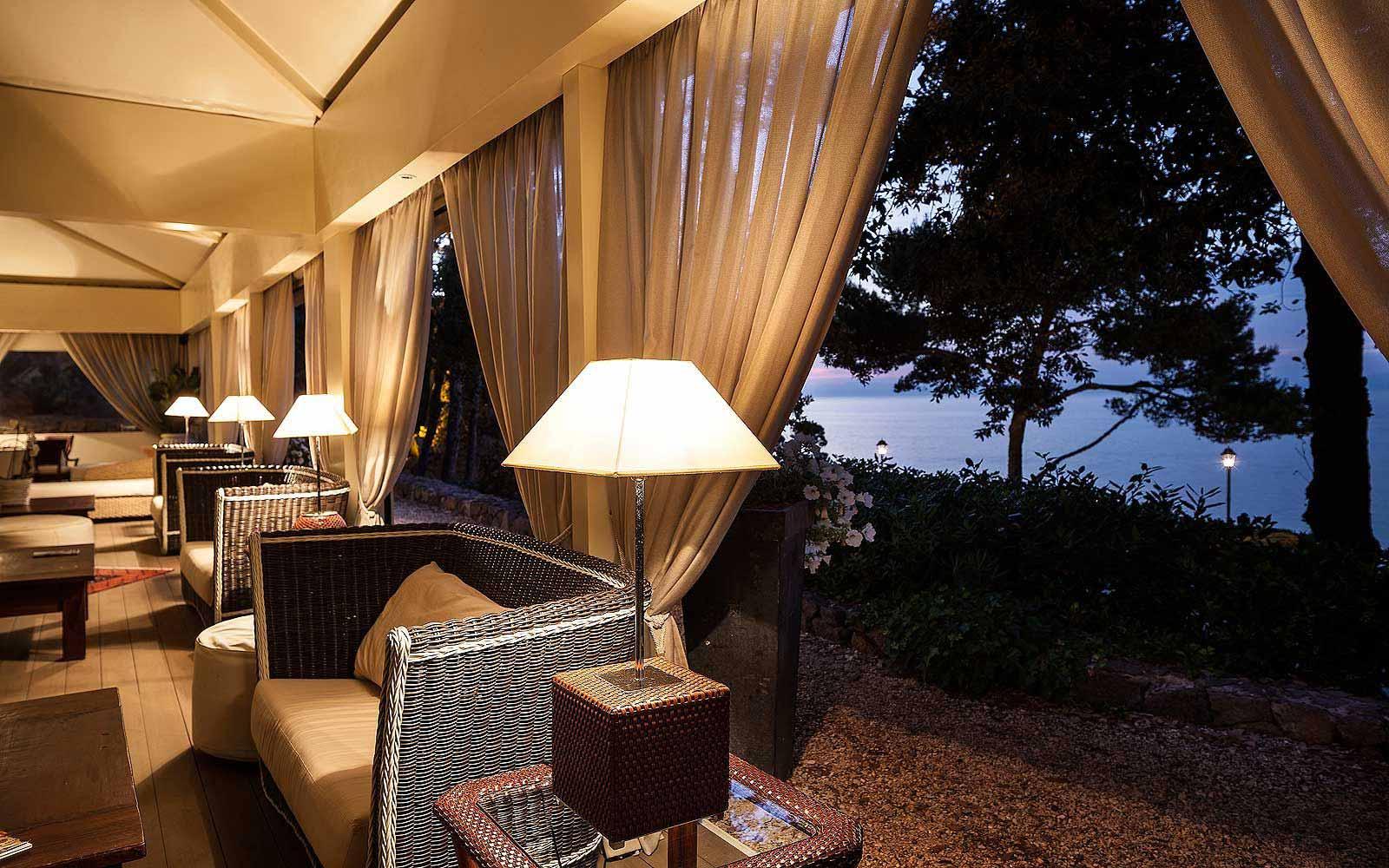 Gazebo Lounge & Piano Bar at Mezzatorre Resort & Spa