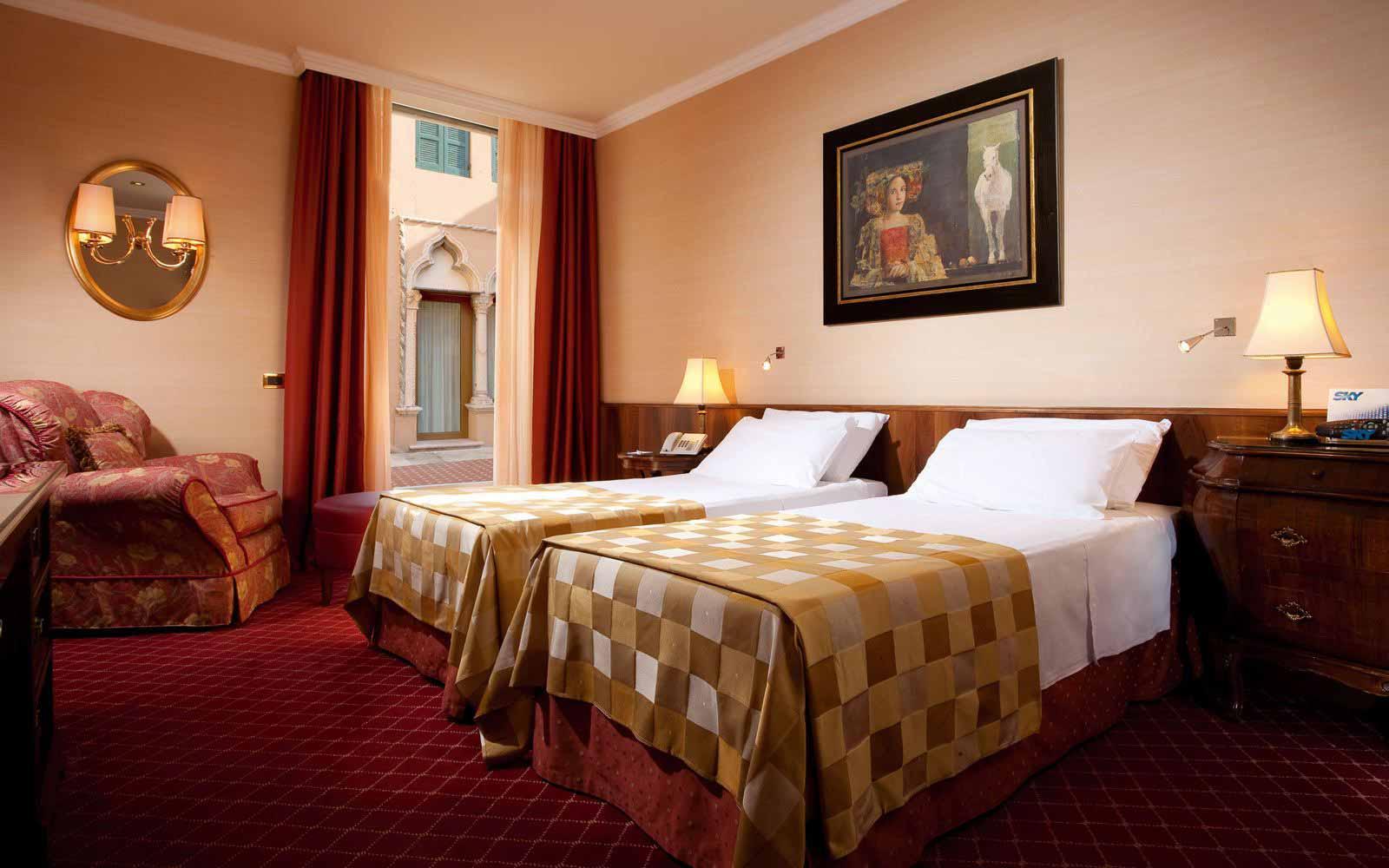 Hotel accademia verona cities italy sardatur holidays for Accademia verona