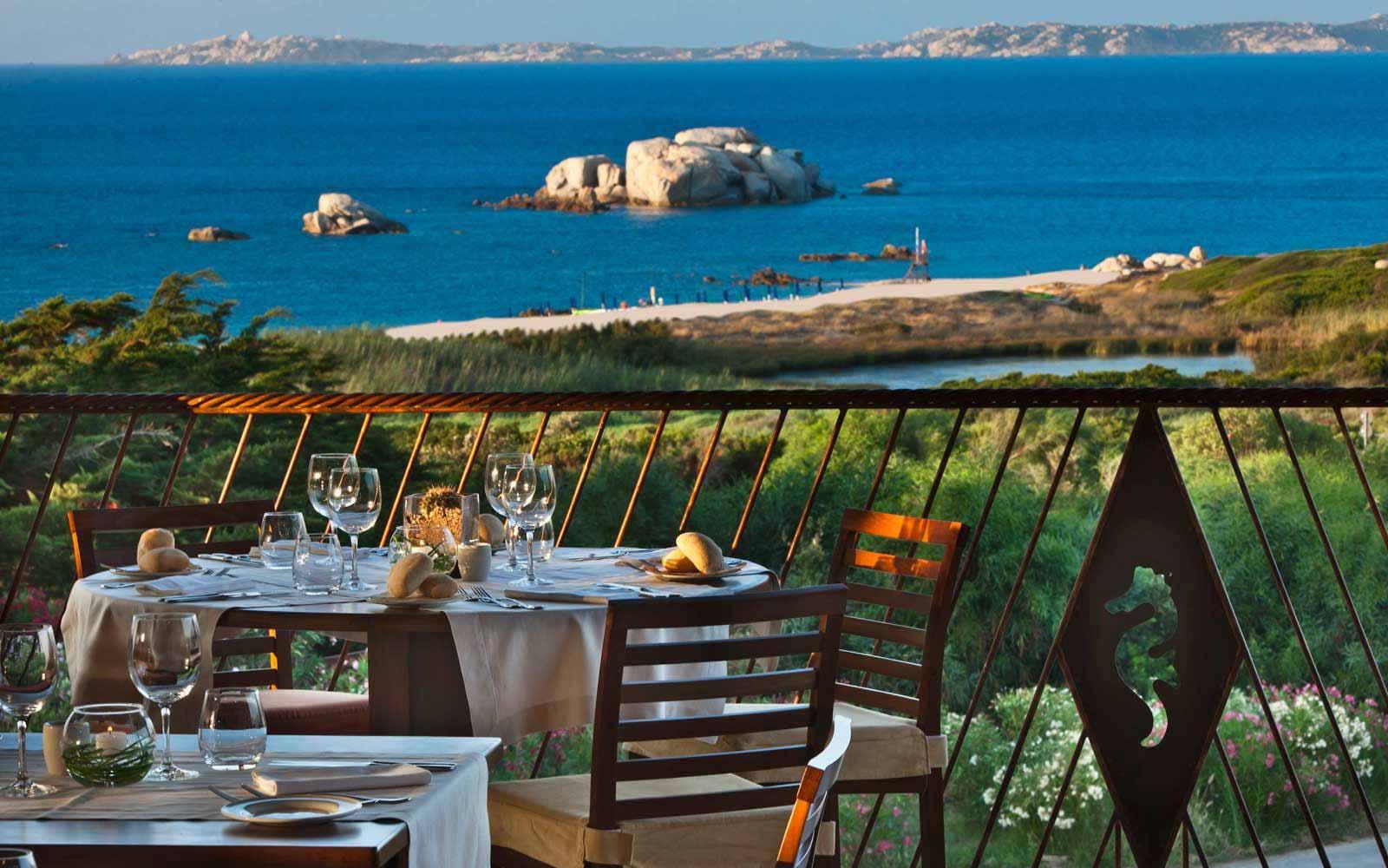 Les Bouches Restaurant at Hotel Valle Dell'Erica - La Licciola
