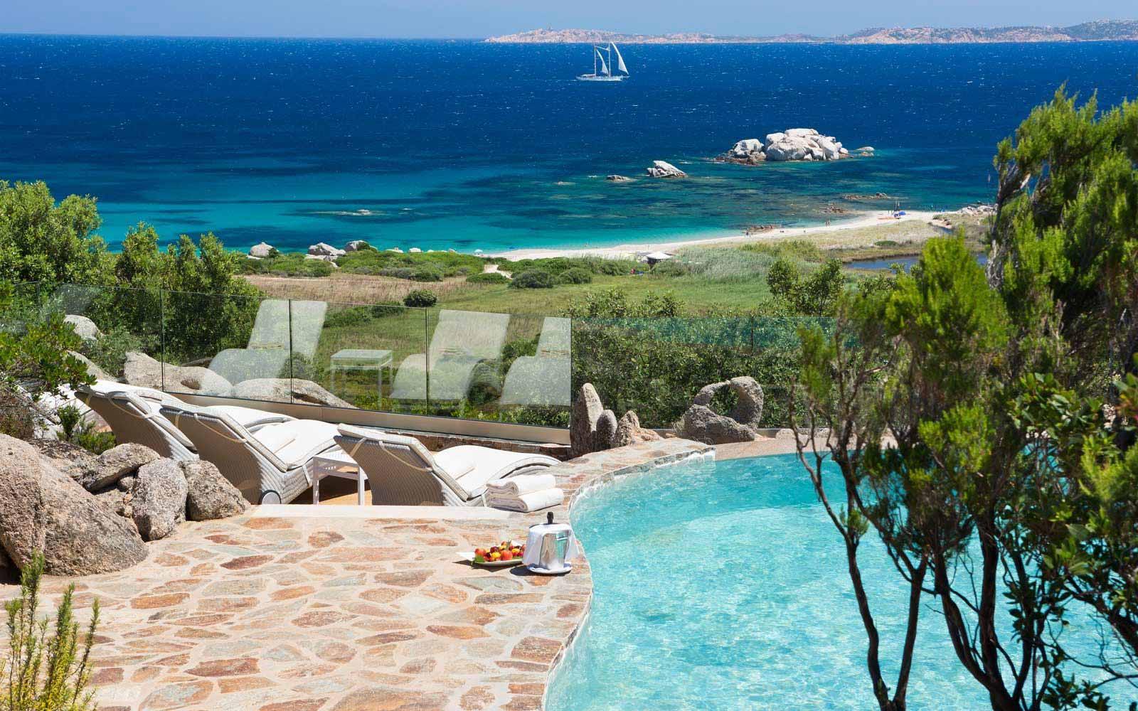 Suite Arcipelago private pool at Hotel Valle Dell'Erica - La Licciola