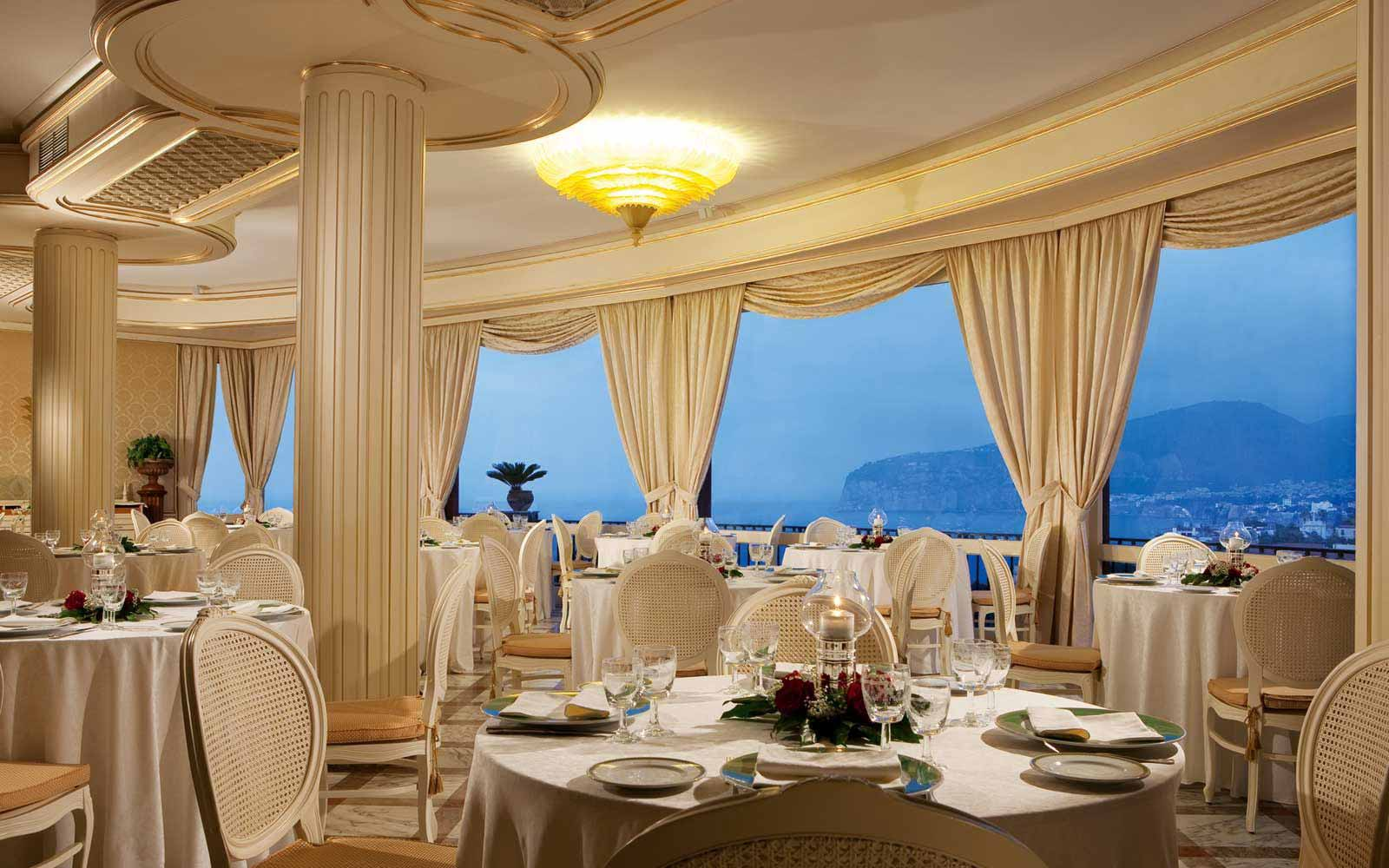 Le Ginestre Restaurant at Grand Hotel Capodimonte
