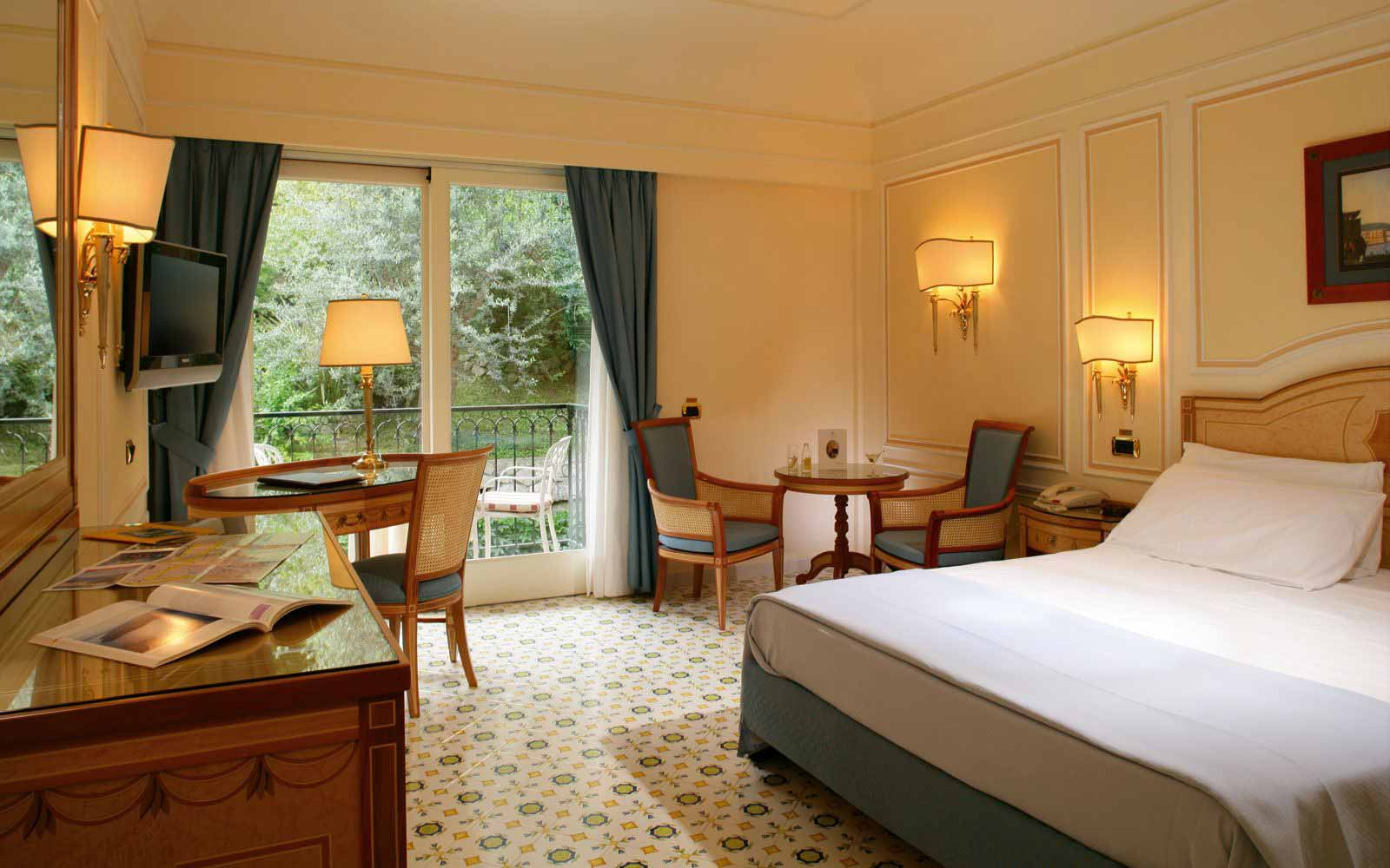 Double Room with balcony at Grand Hotel Capodimonte