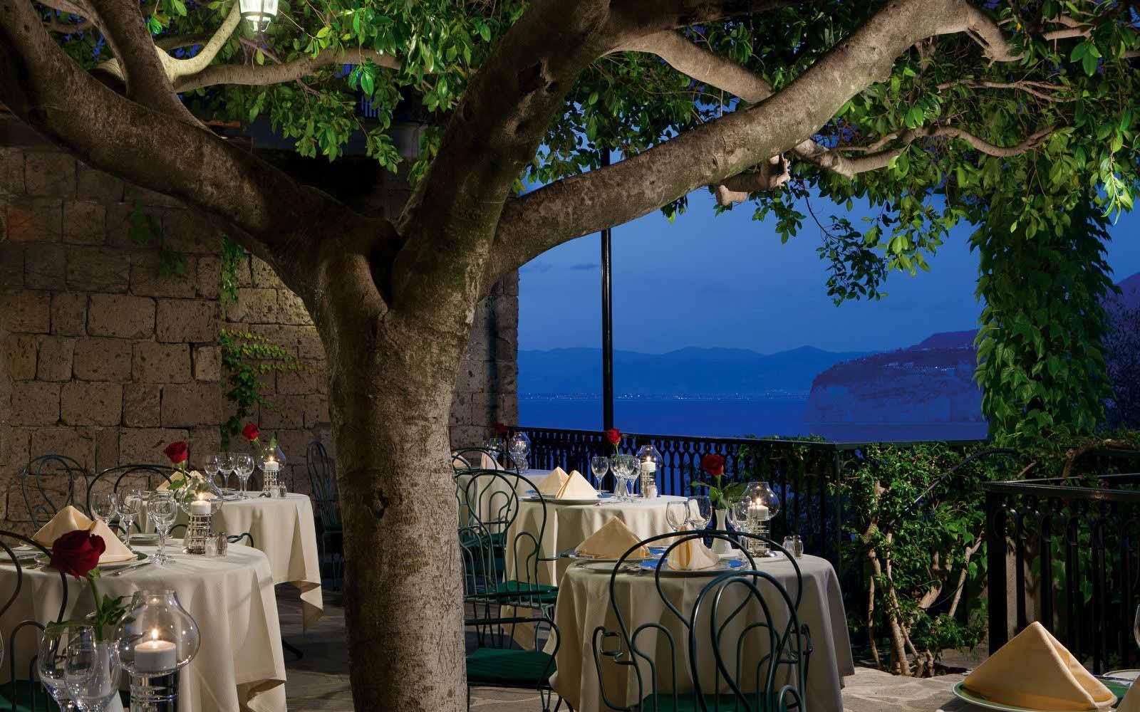 Bougainvillea Restaurant of the Grand Hotel Capodimonte at night