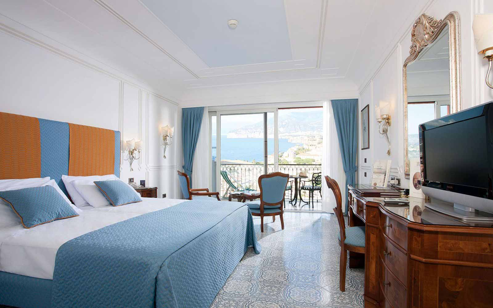 Deluxe Room with balcony and partial seaview at the Grand Hotel Capodimonte