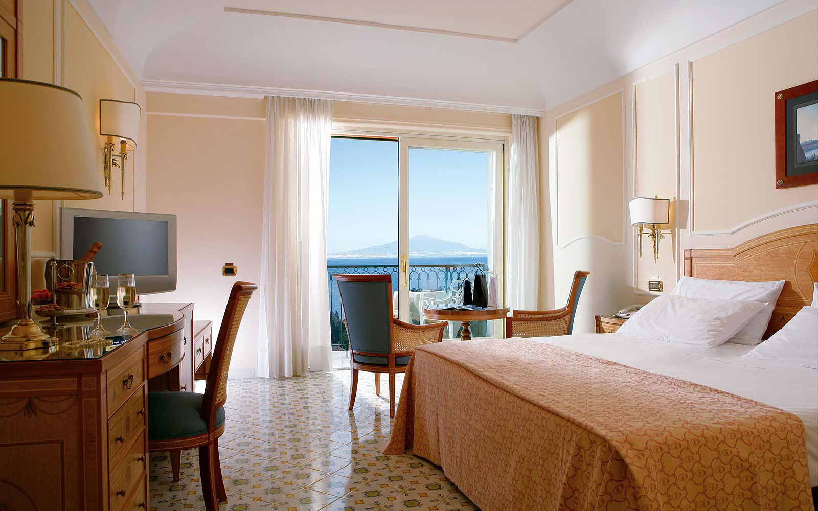 Premier Room with balcony and seaview at the Grand Hotel Capodimonte
