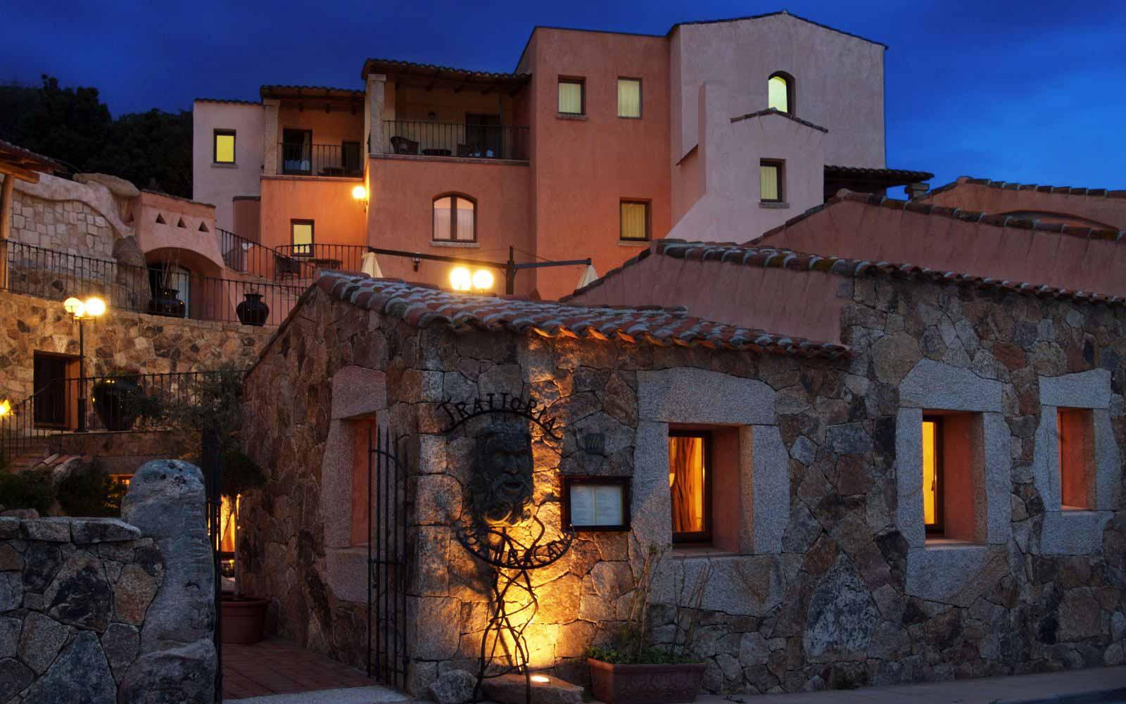 Entrance by night at Hotel Arathena