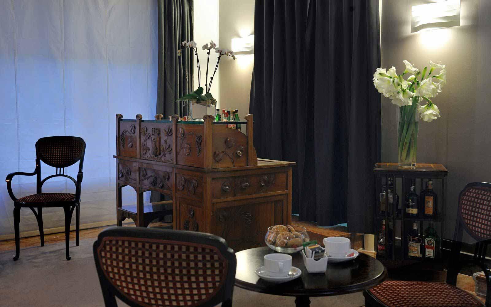 Bar at Hotel Principe Di Villafranca