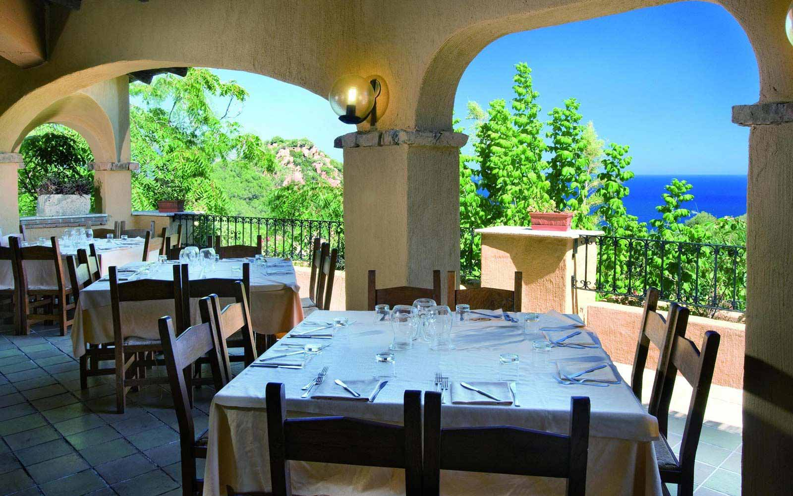 Restaurant at Arbatax Park Resort - Hotel Monteturri