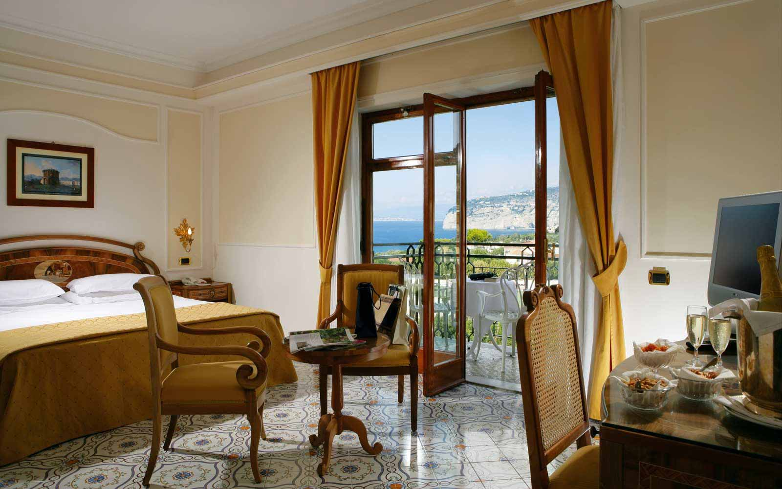 Double Room with a Balcony and partial Sea View at Grand Hotel de la Ville