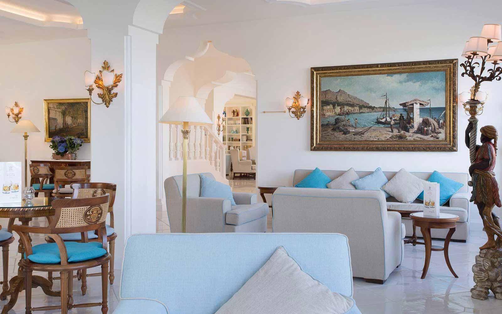Lounge at Grand Hotel de la Ville