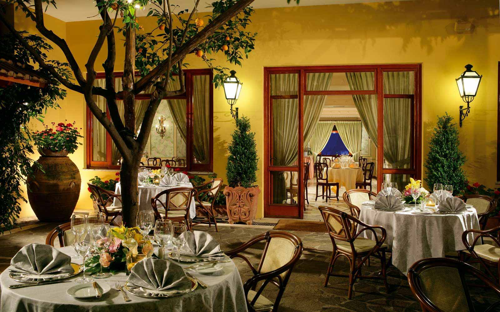 Outdoor dinning at Grand Hotel de la Ville