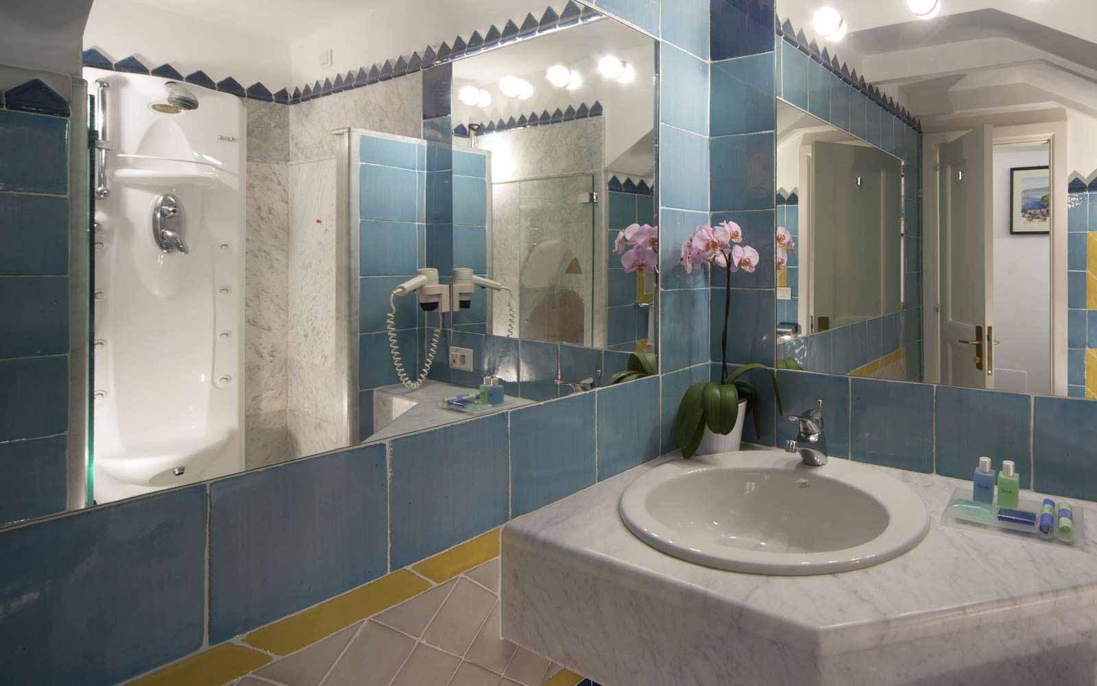 Bathroom at Hotel Miramalfi