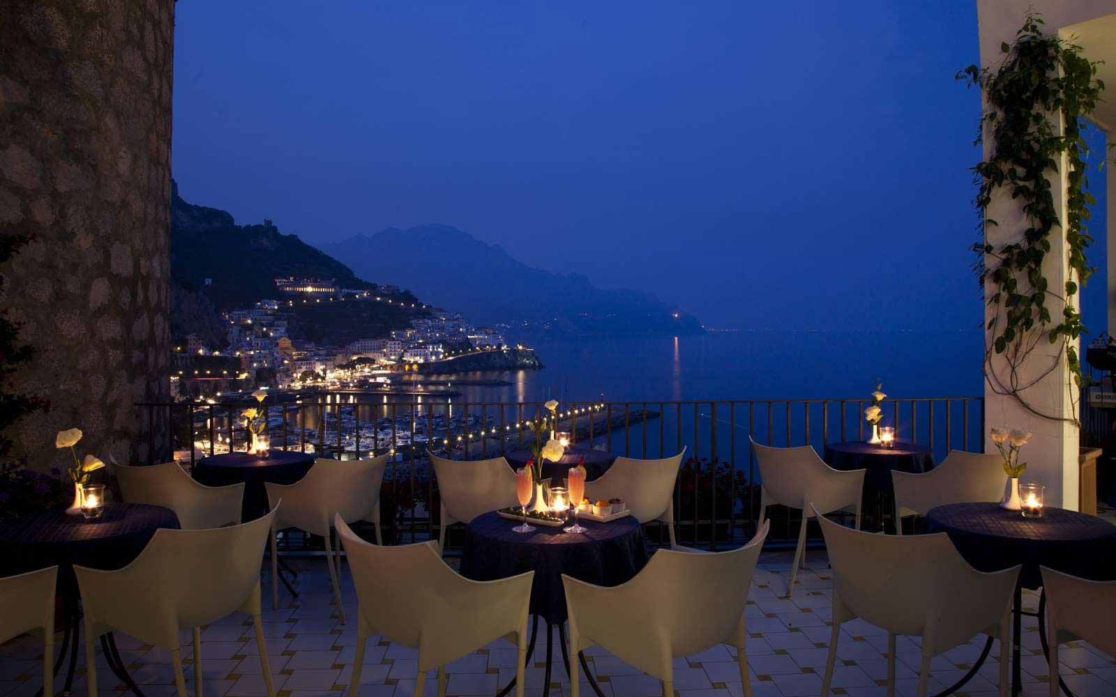 Dining on the terrace at Hotel Miramalfi