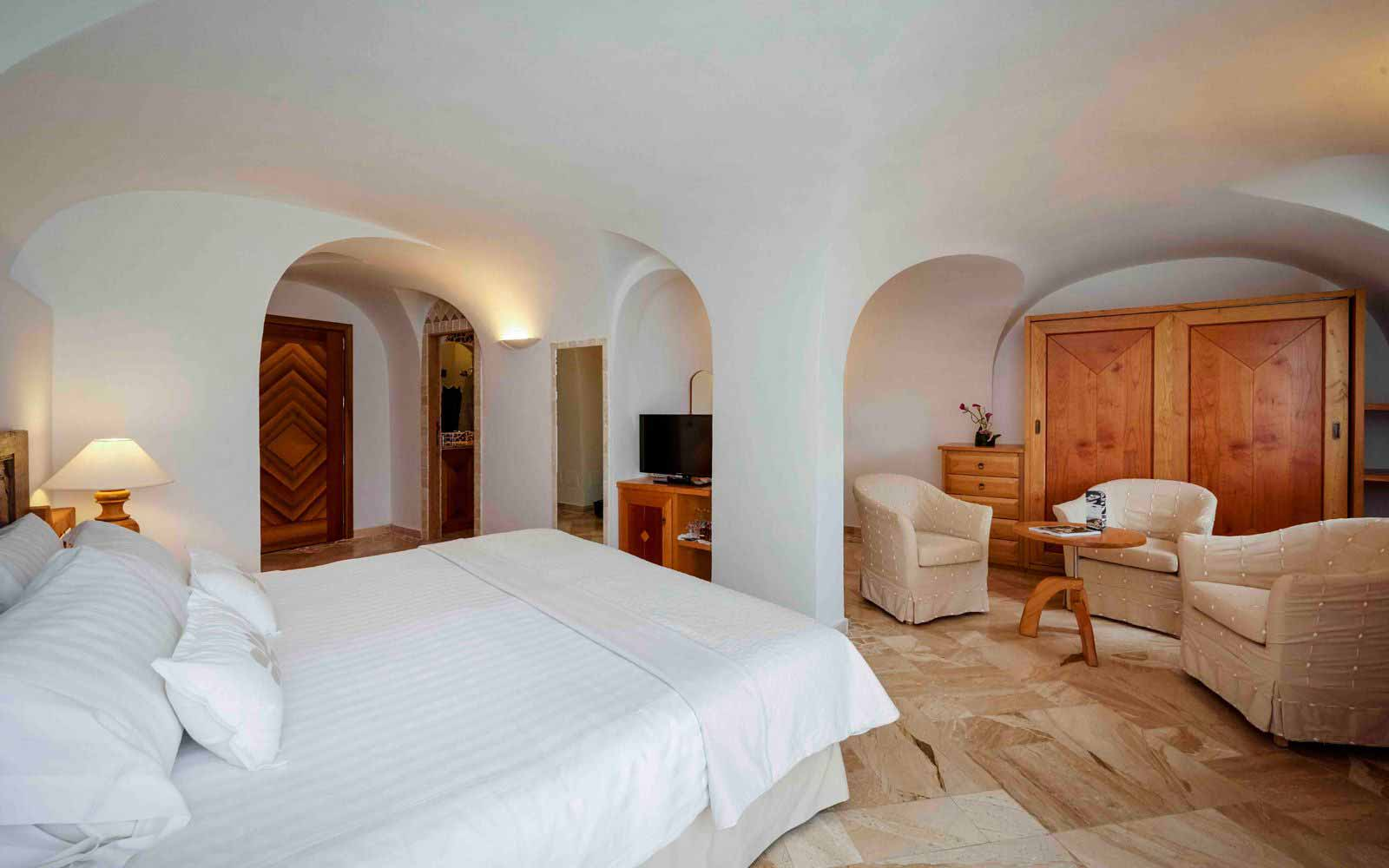 Deluxe room at Grand Hotel Poltu Quatu