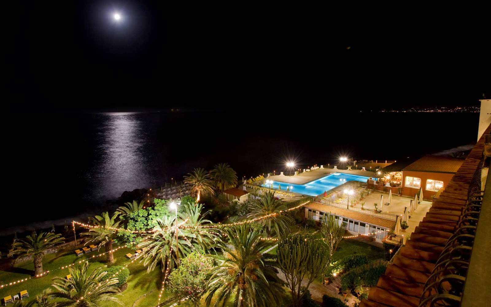 Hilton Giardini Naxos by night