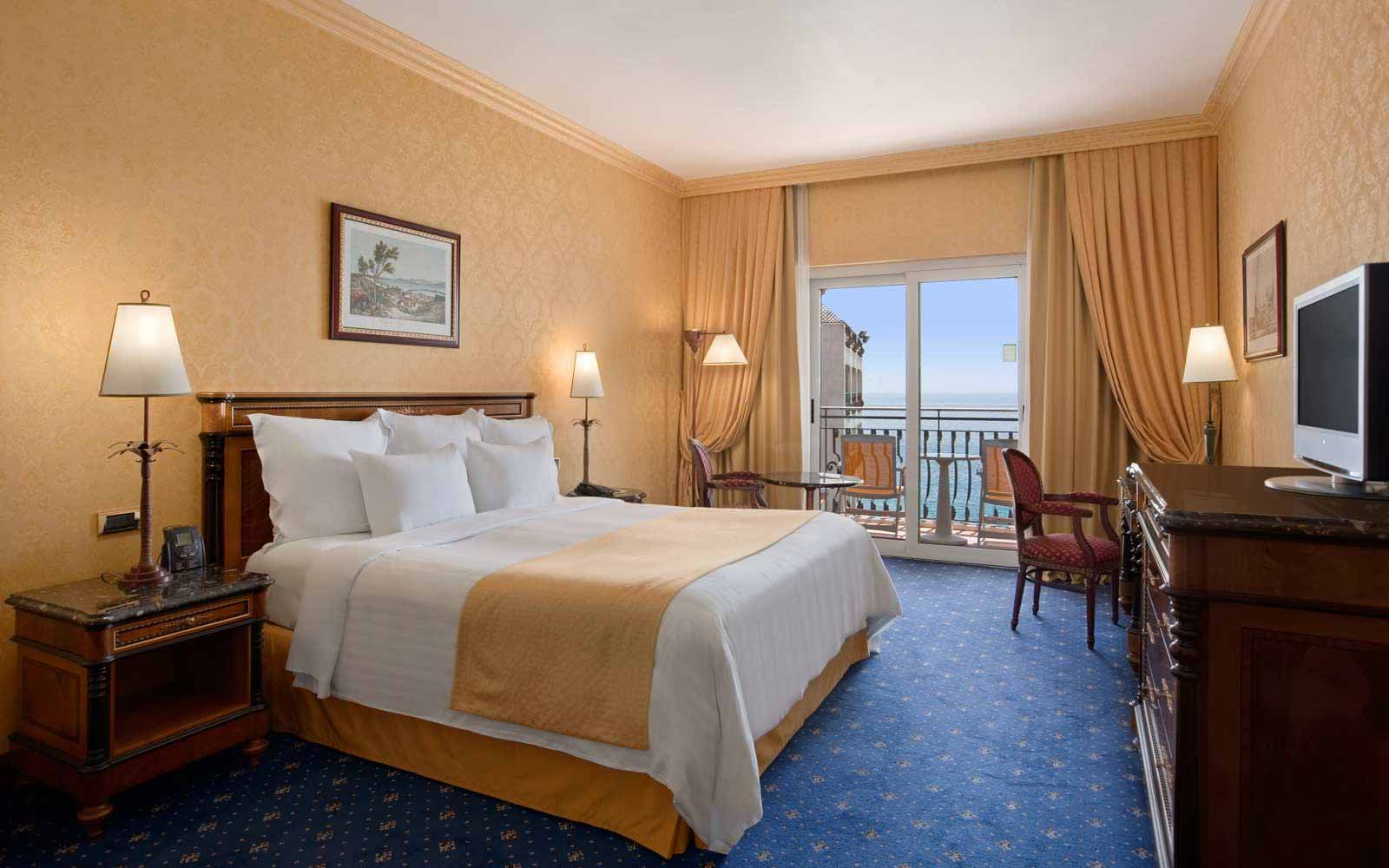 Guest room plus at the Hilton Giardini Naxos