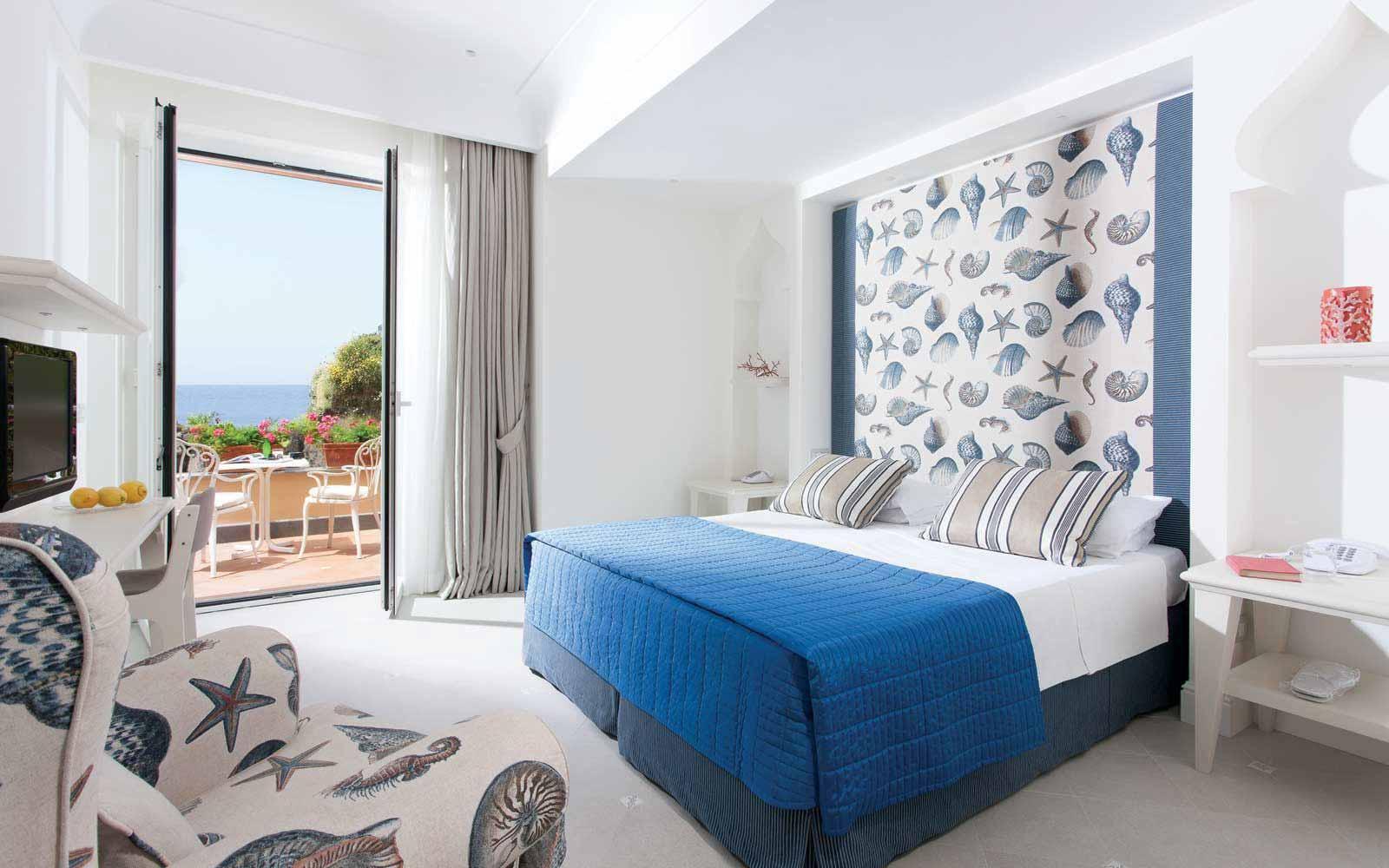 Deluxe room at Hotel Corallo